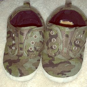 Baby Gap, Camouflaged soft sole shows